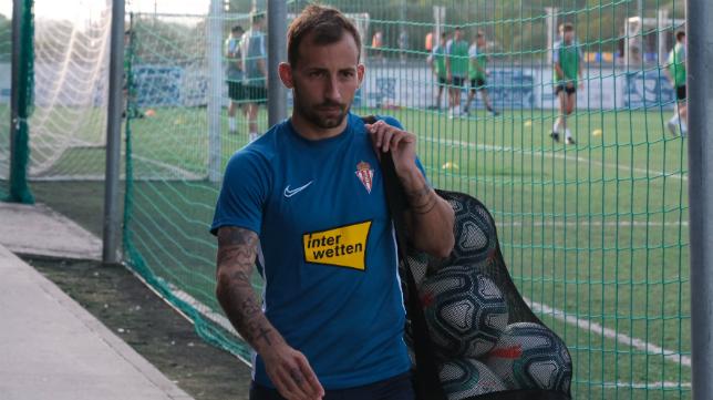 Aitor ha vuelto al Rosal como jugador del Sporting.