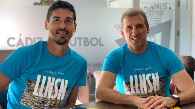 Arias, junto a Garrido, con la camiseta de LLNSN.