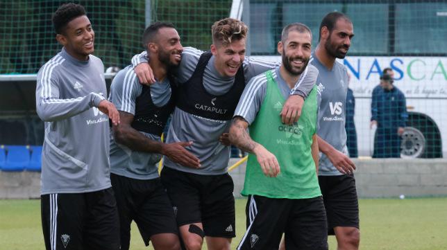 Lozano, Akapo, Alejo, Perea y Fali, en un entrenamiento.