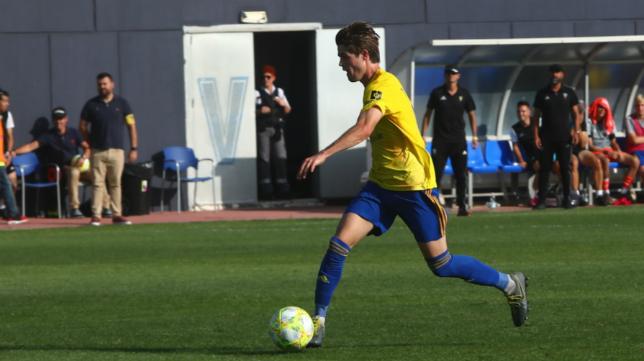 El centrocampista Duarte en un encuentro con el Cádiz B esta temporada.