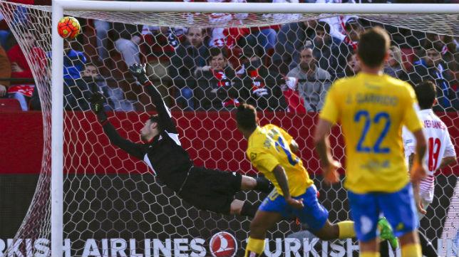 Jonathan Viera marca un gol