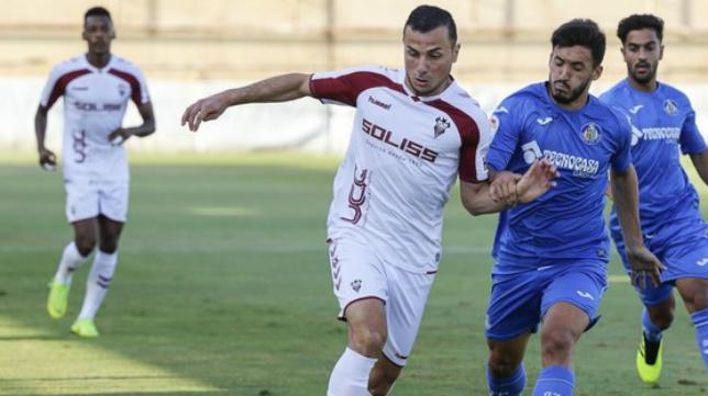 Karim Azamoum, en un partido con el Albacete.