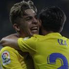 Alejo abraza a Iza tras el primer gol del portuense.