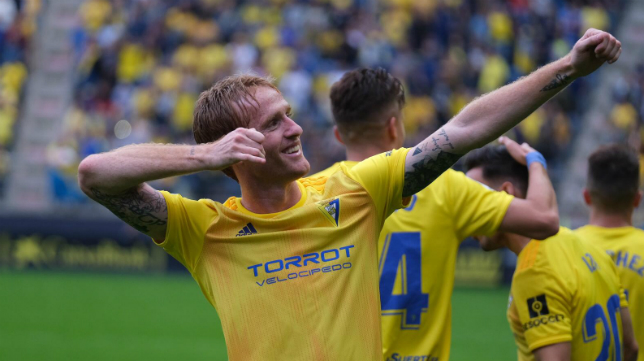Álex marcó dos de los tres goles del Cádiz CF.