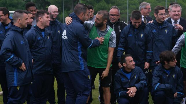 El Cádiz CF Genuine visitó al primer equipo en El Rosal.