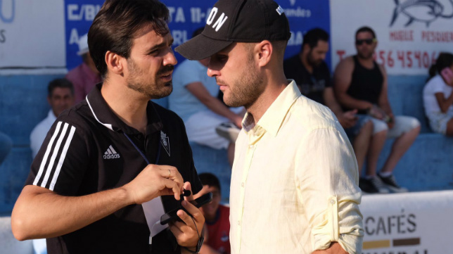 Juan Cala, con el jefe de prensa del Cádiz CF, José Grima.