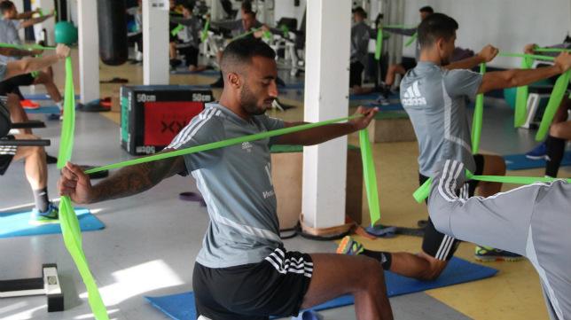 Carlos Akapo trabaja en el gimnasio. CCF