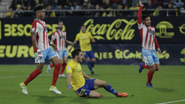 Iza marcó los dos goles ante el Lugo en el encuentro de ida.