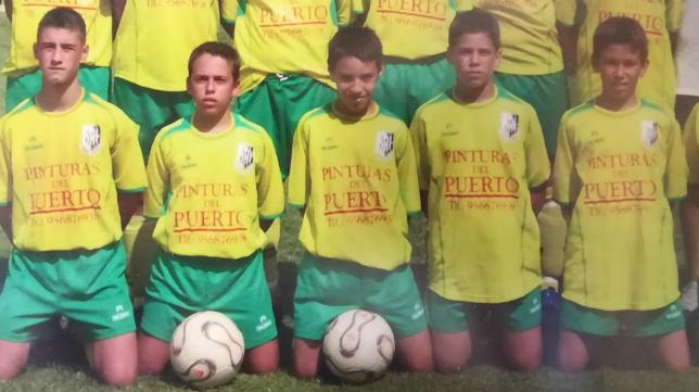 Iza, en el centro, durante su estancia en el CD SAFA San Luis.