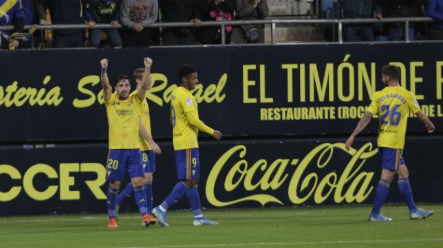 Iza celebra el segundo gol marcado al Lugo en Carranza