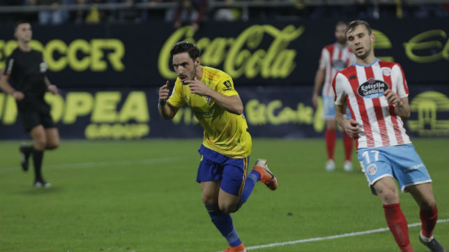 Iza celebra uno de sus goles al CD Lugo.