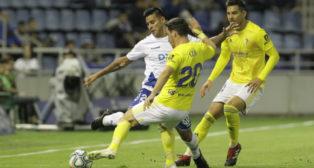 Iza y Marcos Mauro presionan a un rival