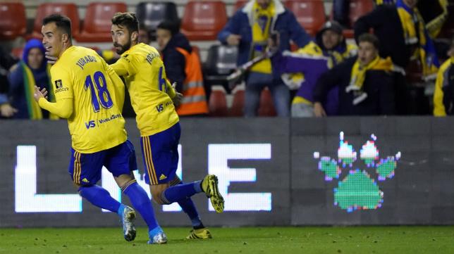 Jurado celebra el gol anulado en Vallecas a José Mari.
