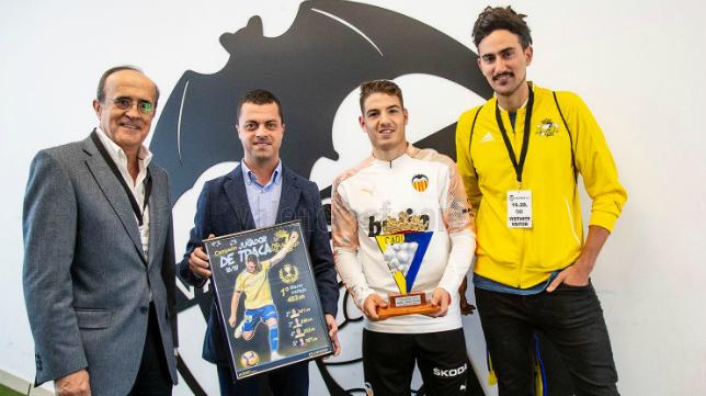 Manu Vallejo recibió el premio de la peña cadista 'De Traca'.