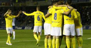 Marcos Mauro celebra el gol con sus compañeros.