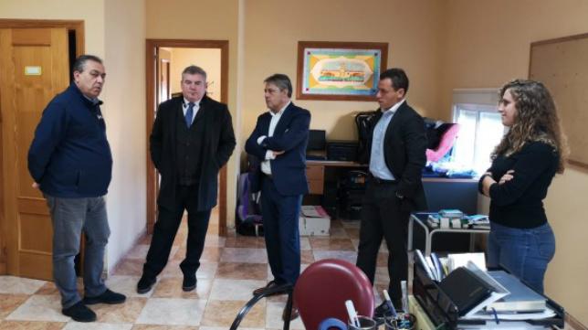 Vizcaíno visitó la central de Radio Taxi junto a Del Nido hijo y Pepe Mata. CCF