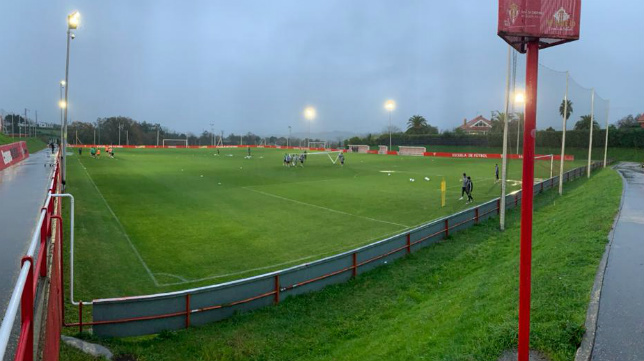 Esta imagen ofrecía la ciudad deportiva del Sporting poco antes de las seis de la tarde este lunes. CCF