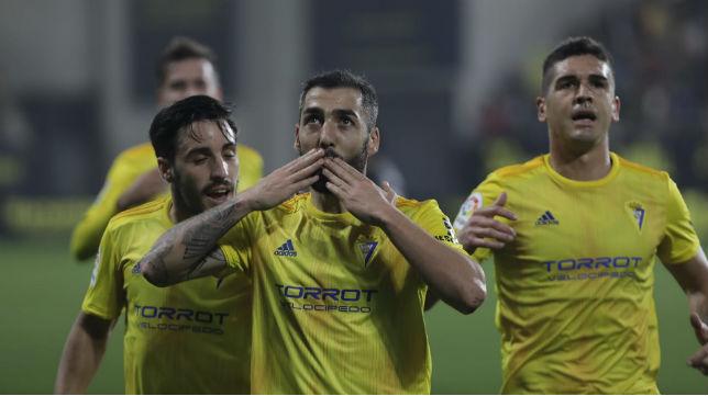 Perea celebra el primer gol ante el Numancia