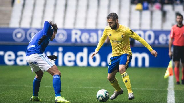 Perea encara a un futbolista del Oviedo