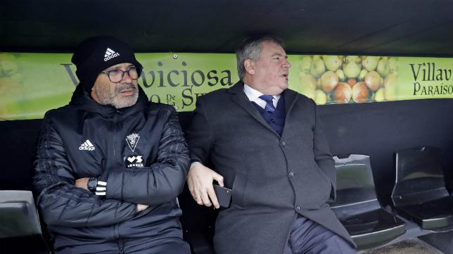 Álvaro Cervera y Manuel Vizcaíno, poco antes del encuentro copero que el Cádiz disputó en Villaviciosa ante el CDLealtad. :