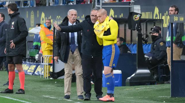 Pombo quiere repetir en el once inicial del Cádiz CF.