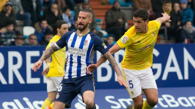 Garrido fue amonestado y no podrá jugar ante el Mirandés.