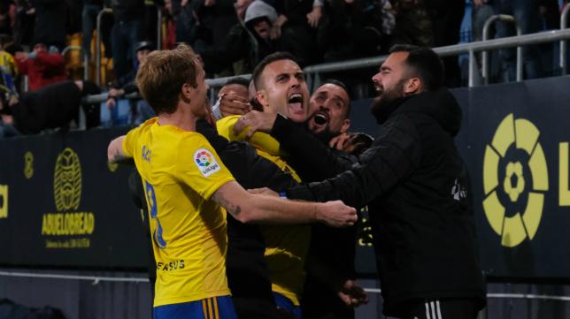 Cala celebra con rabia su primer gol con el Cádiz CF.
