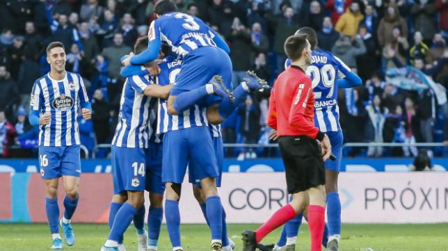 El gol de Sabin Merino le valió la victoria al Deportivo.