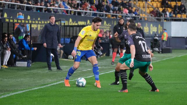 El Cádiz CF sigue al frente de la clasificación.