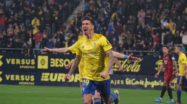 Rhyner celebra el segundo gol del Cádiz CF