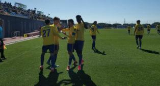 Los jugadores del filial celebran el gol del empate. FOTO: Antonio Vázquez