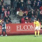 Lamentos y desolación en el gol recibido por el Cádiz CF en El Molinón ante el Sporting.