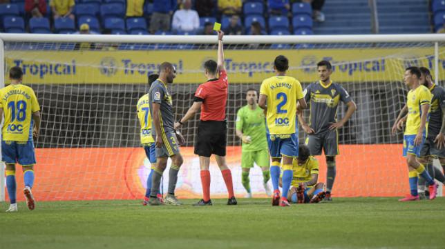 Fali fue amonestado en Las Palmas.