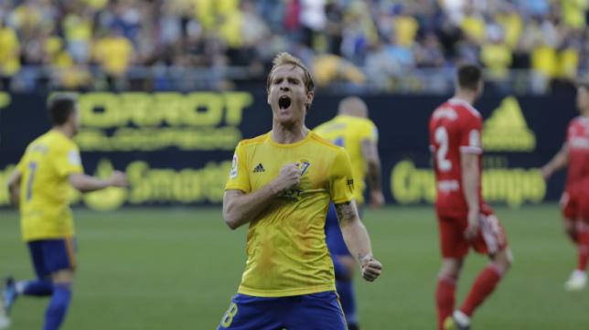 Álex empató el partido ante el Zaragoza de penalti.