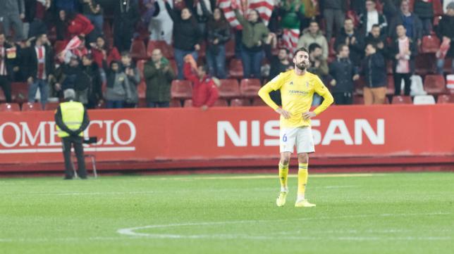 José Mari también fue expulsado ante el Sporting por una dura entrada.