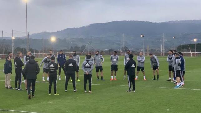 Los hombres de Cervera se ejercitaron en la ciudad deportiva de Mareo este jueves. :: CCF