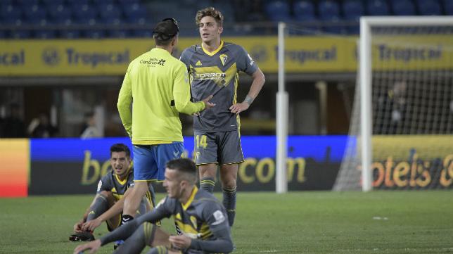 Marcos Mauro y Salvi, rotos, tras el pitido final.