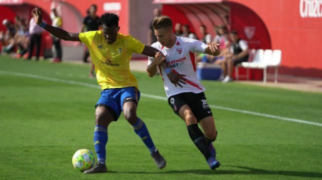 Cádiz B y Sevilla Atlético se vuelven a ver las caras esta temporada, ahora en El Rosal.
