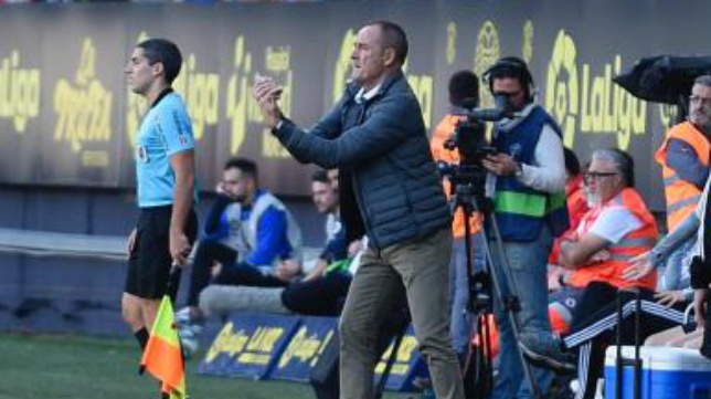 Víctor Fernández, durante el partido. // RZ