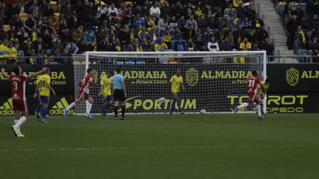 Gol de Corpas ante el Cádiz CF.