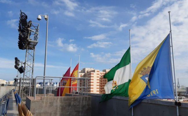 Banderas a media asta en Carranza. CCF