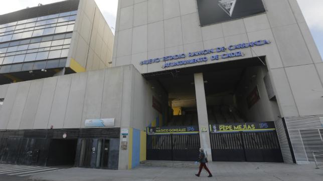 Una de las entradas al estadio gaditano.