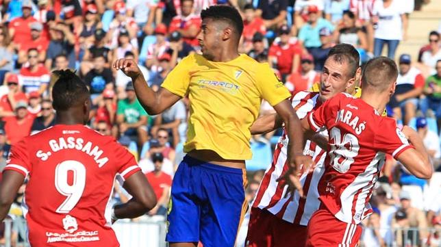 Maras en uno de los partidos ante el Cádiz CF esta temporada.