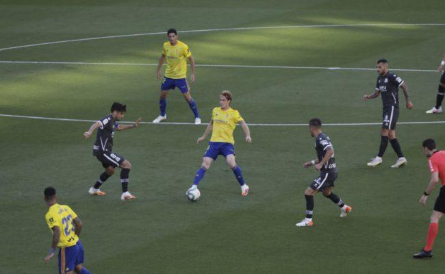 Álex sigue siendo indiscutible en el once titular del Cádiz CF.