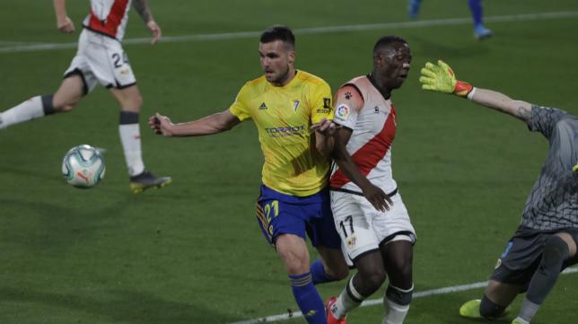 Álvaro Giménez dispuso de varias acciones de gol.
