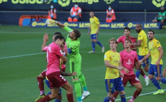 El Cádiz CF perdió 0-2 ante el Tenerife.