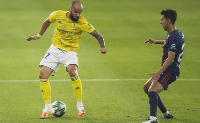 Edu Ramos, en un partido con el Cádiz CF.
