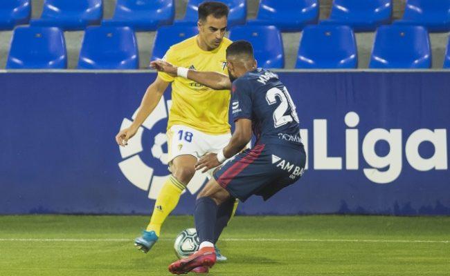 Jurado completó un buen partido y dispuso de claras ocasiones de gol en Huesca.