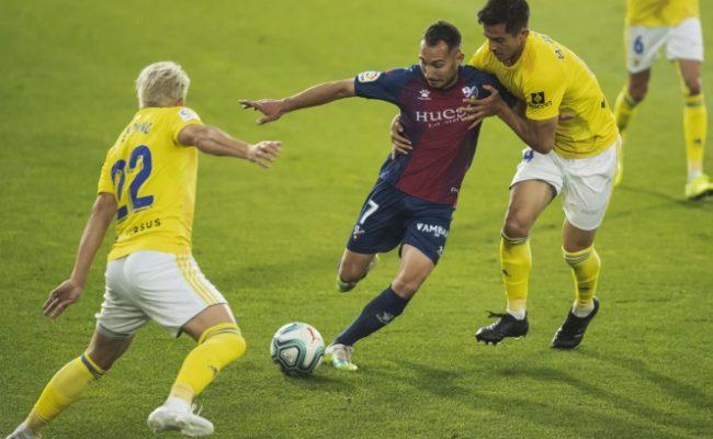 Mauro y Espino tratan de parar a Ferreiro.