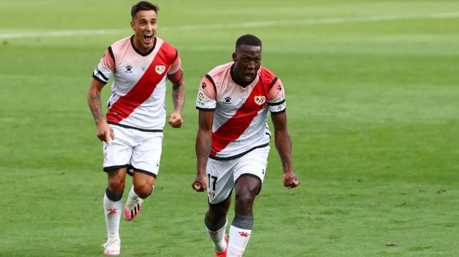 Luis Advíncula celebra su gol con el Rayo Vallecano ante el Albacete.